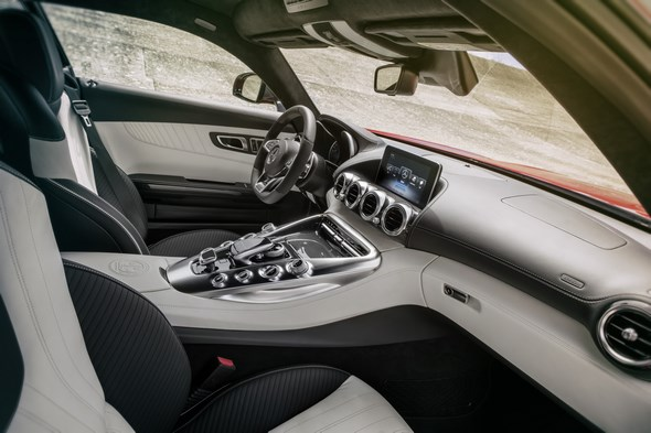 Mercedes-AMG GT (C 190) 2014, Interieur: Leder Exklusiv Nappa zweifarbig weiß / schwarz interior: Two-tone Exclusive nappa leather white / black