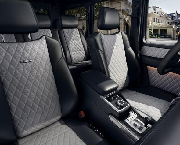 Mercedes-Benz G-Class (BR 463) 2015; AMG G 63 Interieur: designo Nappaleder schwarz/porzellan, Zierteile AMG Carbon interior: designo nappa leather black/porcelain, AMG carbon trim parts