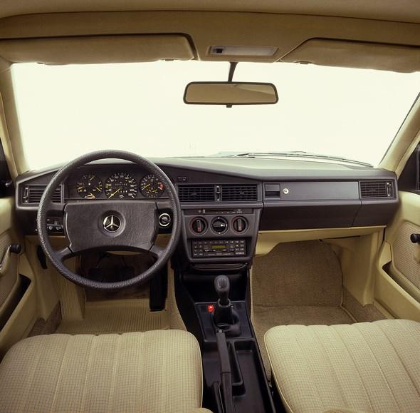 Mercedes-Benz Kompaktklasse-Limousine der Baureihe 201, Armaturen.