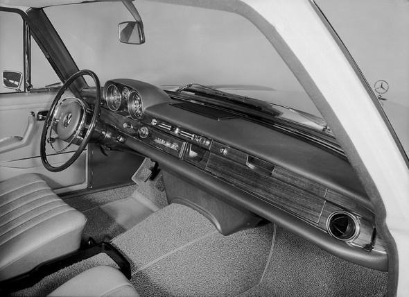 Armaturen, Mercedes-Benz Typ 280 SE aus dem Jahre 1967
