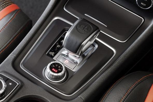 Mercedes-AMG A 45 4MATIC AMG DRIVE UNIT mit dem neuen AMG DYNAMIC SELECT Controller, AMG DRIVE UNIT with the new AMG DYNAMIC SELECT Controller
