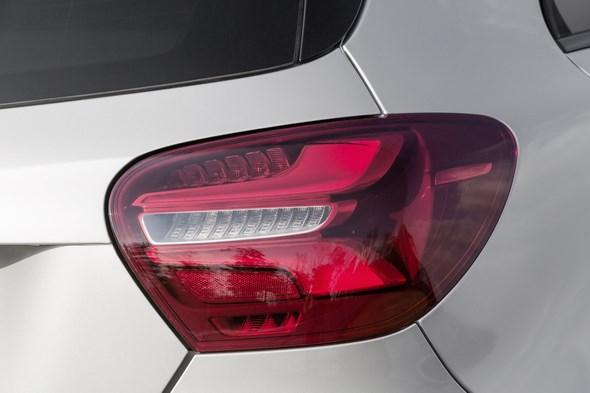 A 250 Sport (AMG Line), Polarsilber, Interieur Leder Schwarz / RED CUT A 250 Sport (AMG Line), polar silver, interior leather black / RED CUT