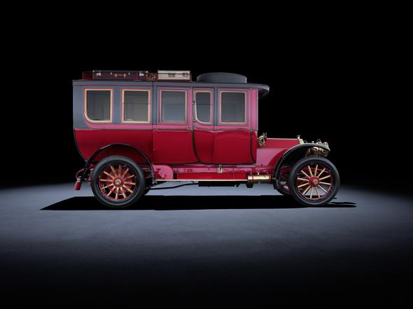 Mercedes-Simplex 60 PS aus dem Jahr 1904. Im Bild der elegante und luxuriöse Reisewagen aus dem persönlichen Besitz von Emil Jellinek. Mercedes-Simplex 60 hp from 1904: The picture shows the elegant and luxurious touring limousine formerly owned by Emil Jellinek.