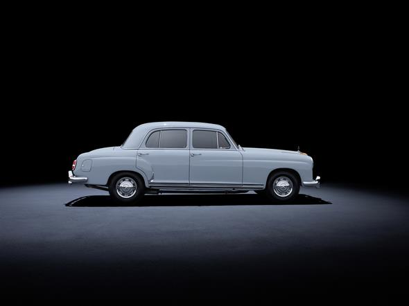 Mercedes-Benz 220 (W 180, 1954 bis 1956). Im Bild ein Fahrzeug aus dem Jahr 1955. Mercedes-Benz 220 (W 180, 1954 to 1956). The car in the photo dates from 1955.