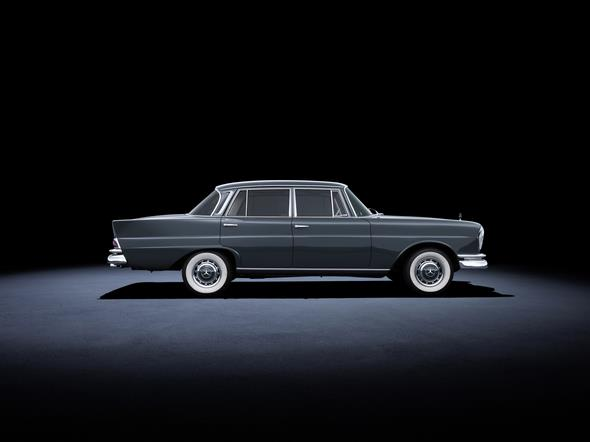 Mercedes-Benz 220 SE (W 111, 1959 bis 1965). Im Bild ein Fahrzeug aus dem Jahr 1964. Mercedes-Benz 220 SE (W 111, 1959 to 1965). The car in the photo dates from 1964.
