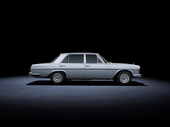 Mercedes-Benz 280 SEL 3.5 (W 108, 1965 bis 1972). Im Bild ein Fahrzeug aus dem Jahr 1972. Mercedes-Benz 280 SEL 3.5 (W 108, 1965 to 1972). The car in the photo dates from 1972.