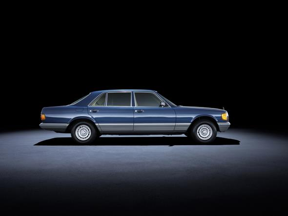 Mercedes-Benz S-Klasse der Baureihe 126 (1979 bis 1991). Im Bild ein 500 SEL aus dem Jahr 1982. Mercedes-Benz S-Class 126 series (1979 to 1991). The 500 SEL model in the photo dates from 1982.