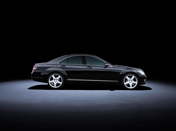 Mercedes-Benz S-Klasse der Baureihe 221 (2005 bis 2013). Im Bild ein S 500 aus dem Jahr 2007. Mercedes-Benz S-Class 221 series (2005 to 2013). The S 500 model in the photo dates from 2007.