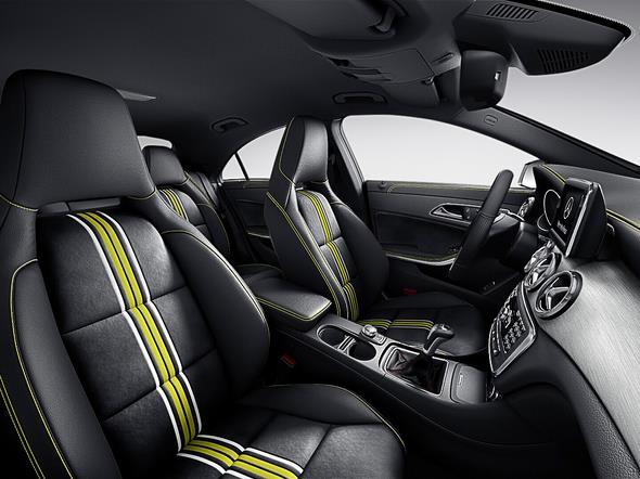 Mercedes-Benz CLA 250 Edition 1 Kosmosschwarz 2013  /  Mercedes-