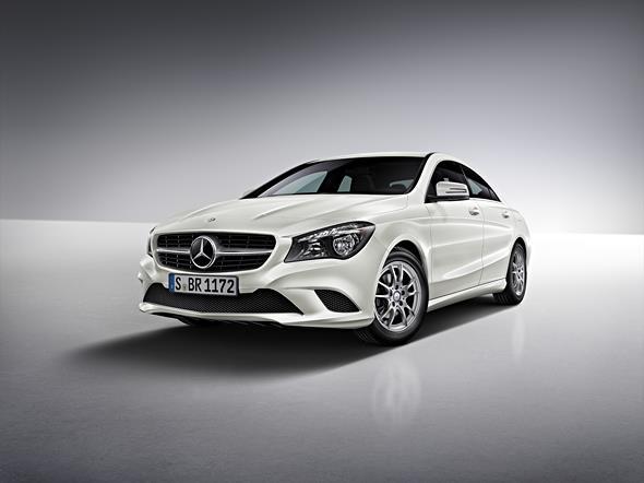 Mercedes-Benz CLA 180 Zirrusweiß  /  Mercedes-Benz CLA 180 cirr