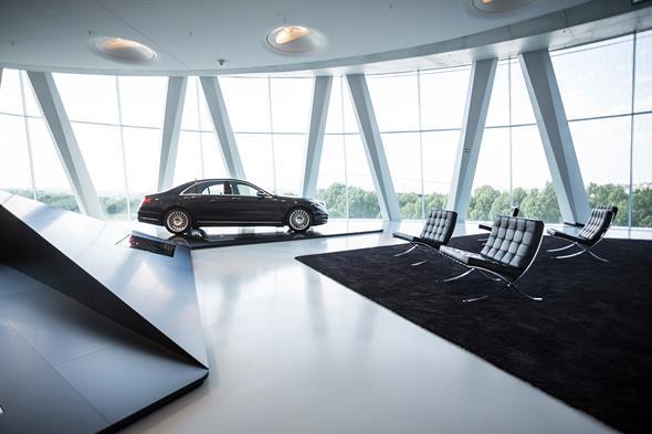 """Die neue S-Klasse (W 222) in der Sonderausstellung """"S-Klasse - immer der Zeit voraus"""" im Mercedes-Benz Museum"""