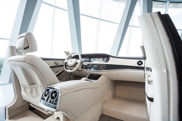 Innenausstattung der neuen S-Klasse (W 222) bei der Sonderausstellung ?Mercedes-Benz S-Klasse ? immer der Zeit voraus? im Mercedes-Benz Museum