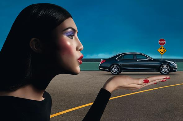 Die S-Klasse zeigt sich aktuell im neuen Key Visual des weltweite Mercedes-Benz Modeengagements an der Seite des chinesischen Models Sui He. // The S-Class is currently starring alongside Chinese model Sui He in the new key visual promoting Mercedes-Benz's worldwide involvement in the fashion world.