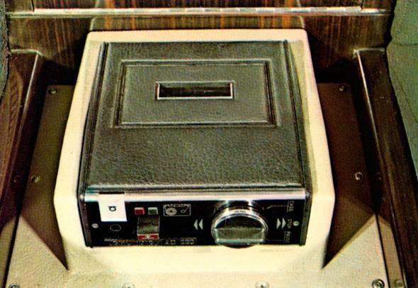 Mercedes-Benz Typ 600 Pullman-Limousine (6 Türen) der Baureihe W 100. Kassettenrekorder. Cassettenrekorder.