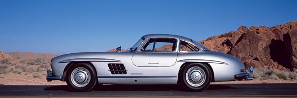 Caption orig.: Der oft als Design-Ikone bezeichnete Mercedes-Benz 300 SL ?FlÅgeltÅrer? verkîrpert nach dem Zweiten Weltkrieg Rasse und Klasse wie kein anderes Auto seiner Zeit. Er ist bis heute ein hochbegehrter Traumwagen. Die ScheibenrÑder mit Radka