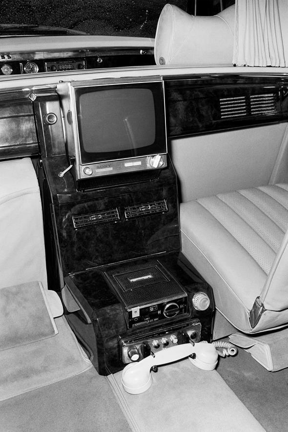 Mercedes-Benz Typ 600 Pullman-Landaulet der Baureihe W 100, Fernsehgerät, Autotelefon, Cassettenrekorder.
