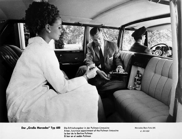Eingebaute Erfrischungsbar, Mercedes-Benz Typ 600 Pullman-Limousine (4 Türen) aus dem Jahre 1963