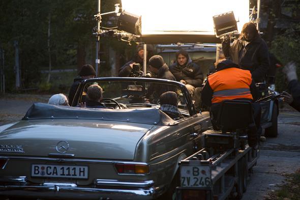 Frau Ella fährt Mercedes-Benz