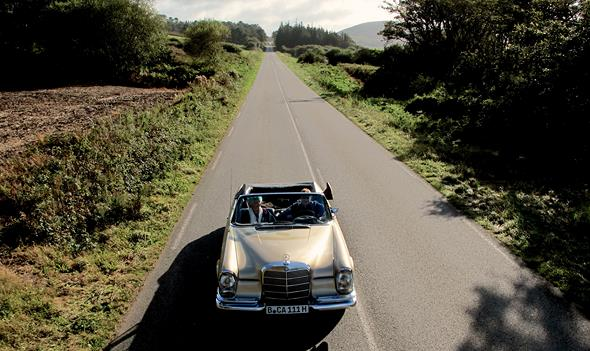 """""""Frau Ella"""" fährt Mercedes-Benz"""