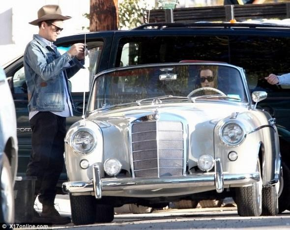 Katy-Perry-John-Mayer-Mercedes-Benz-600x476