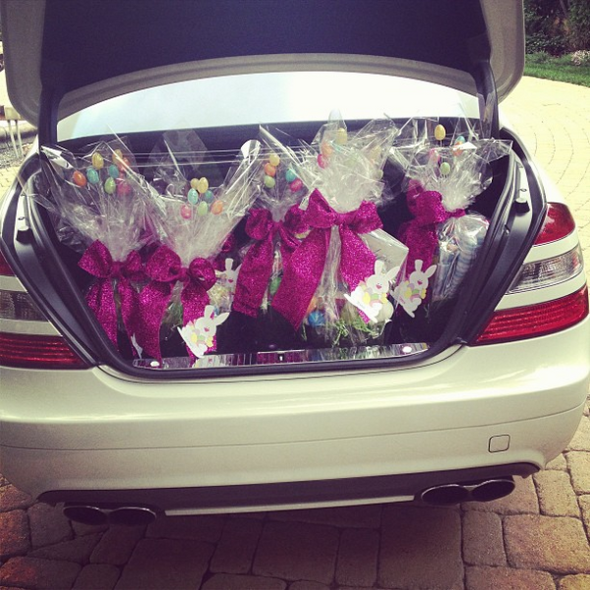 Khloe-Kardashian-Mercedes-Benz-65