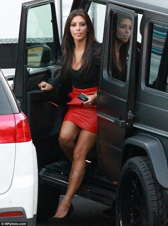 Kim-Kardashian-Mercedes-G63-600x807