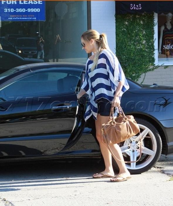 Lauren Conrad in her SL550