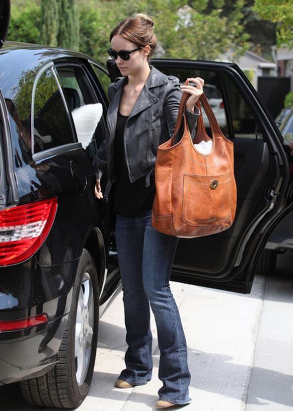 Olivia-Wilde-Mercedes-Benz