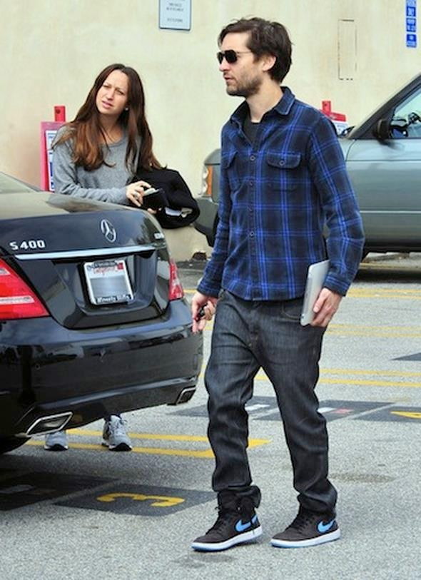 Tobey-Maguire-Jennifer-Meyer-Mercedes-S-400