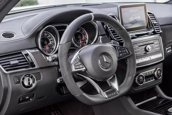 AMG GLE 63 S, W 166, 2015 Interieur: Nappaleder Schwarz, Zierteile Carbon / Klavierlack schwarz, Sportlenkrad in Nappaleder mit 12-Uhr-Markierung Interior: nappa leather black, carbon-fibre / black piano lacquer trim, AMG Performance steering wheel in black nappa leather with a 12 o'clock marking