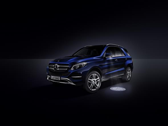 Mercedes-Benz GLE (W 166) 2015, Umfeldbeleuchtung mit Projektion des Markenlogos ambient lighting with projection of brand logo