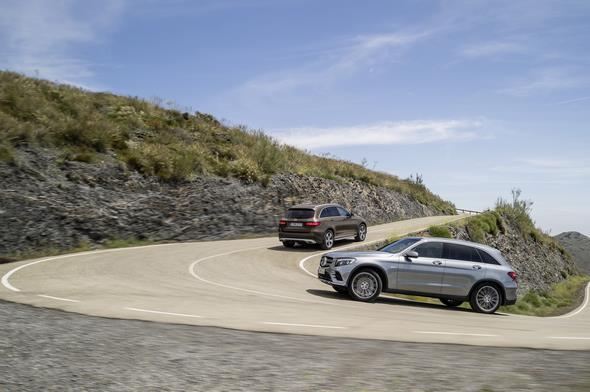 Mercedes-Benz GLC 250d 4MATIC, CITRINBRAUN MAGNO, Offroad Line Exterieur und Mercedes-Benz GLC 350e 4MATIC, EDITION 1, SELENITGRAU, AMG Line Exterieur