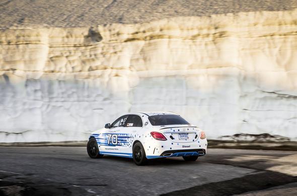 Mit einem nahezu serienmäßigen C 300 d 4MATIC hat Mercedes-Benz beim legendären Pikes-Peak-Bergrennen in den USA einen neuen Rekord für Diesel-Fahrzeuge erzielt Mercedes-Benz has set a new record for diesel cars in the legendary Pikes Peak hill-climb race in the USA with a virtually series-production C 300 d 4MATIC