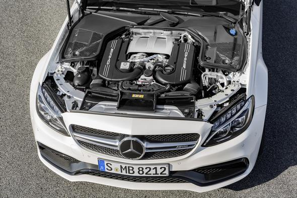 Mercedes-AMG C 63 S Coupé (C 205) 2015; 4,0-Liter-V8-Biturbomotor: Das Leistungsspektrum reicht von 350 kW (476 PS) im C 63 bis zu 375 kW (510 PS) im C 63 S The 4.0-litre V8 biturbo engine develops an output of 350 kW (476 hp) in the C 63 and 375 kW (510 hp) in the C 63 S