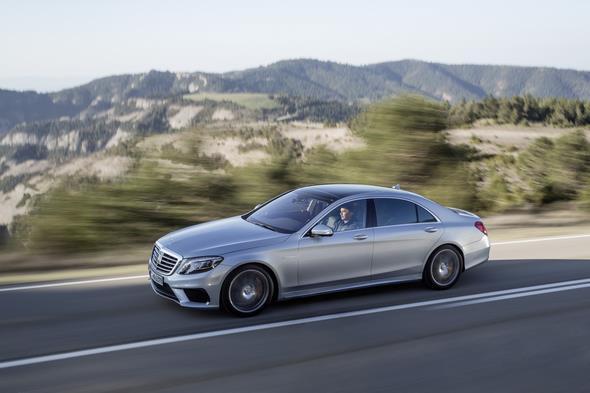 Mercedes-Benz S 63 AMG; diamantsilber metallic; innen: Leder PASSION Exklusiv schwarz; Zierteile: Carbon; AMG Performance Package; (V221) 2013
