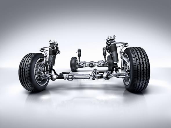 Fliegender Teppich: MAGIC BODY CONTROL Wie die neue S-Klasse kann auch das neue S-Klasse Coupé Bodenwellen im Voraus erkennen, wenn es mit MAGIC BODY CONTROL ausgerüstet ist. Registriert das ROAD SURFACE SCAN derartige Unebenheiten mit Hilfe der Stereokamera, stellt das Fahrwerkssystem die Dämpfung schon im Vorfeld und individuell für jedes einzelne Rad straffer oder weicher und be- oder entlastet über die aktive Hydraulik das Rad. Die Folge ist ein bis dato unerreichter Fahrkomfort.