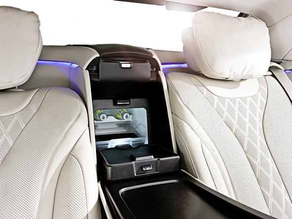 Mercedes-Benz S-Klasse Guard. Eine zwischen den hinteren Sitzen integrierte Kühlbox sorgt für kühle Getränke an Bord.