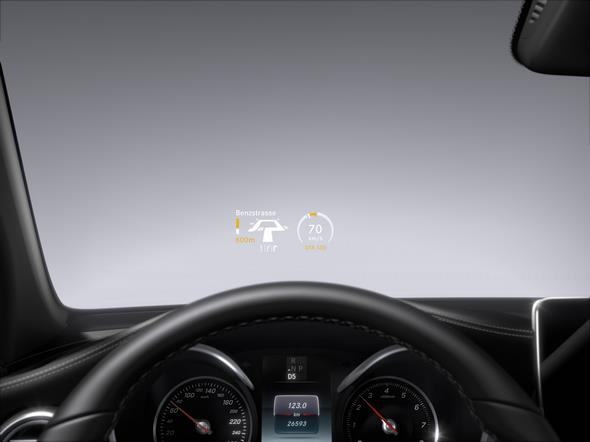 Mercedes-Benz GLC. Head-up Display Anzeige in der Windschutzscheibe Mercedes-Benz GLC. Head-up display