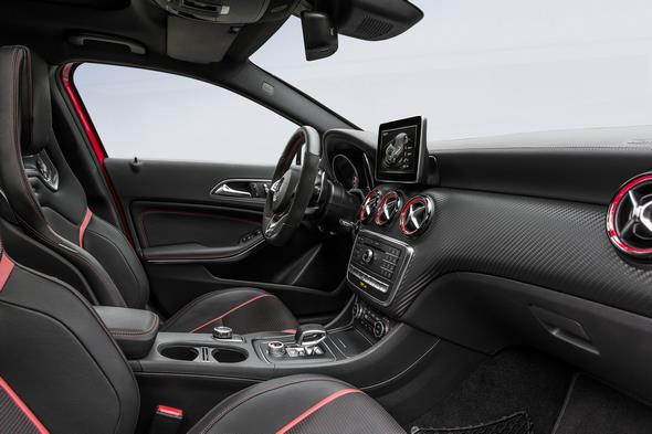 Mercedes-AMG A 45 4MATIC; Interieur Schwarz / RED CUT interior black RED CUT