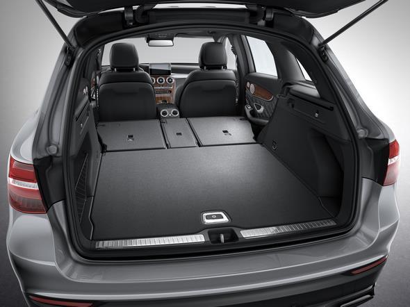 Mercedes-Benz GLC. Der Kofferraumvolumen umfasst 550 bis 1600 Liter bei umgeklappter Rücksitzbank. The boot capacity is 550 litre to 1600 litre