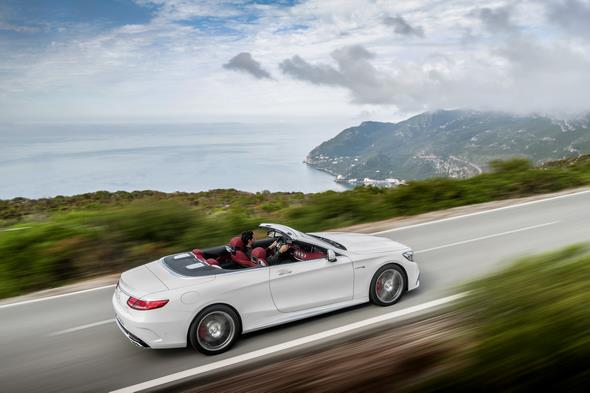 Mercedes-AMG S 63 4MATIC Cabriolet; designo diamantweiß bright Interieur: bengalrot/schwarz designo diamond white bright,