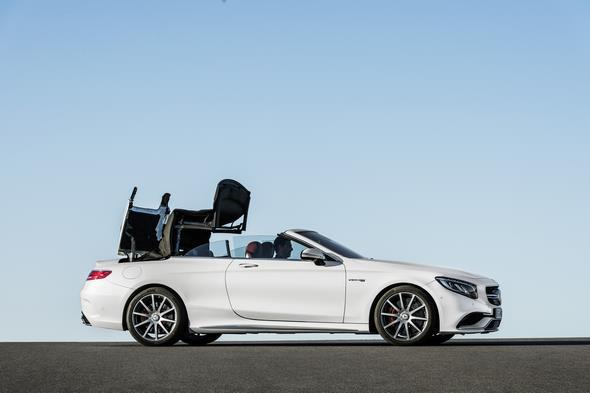 Mercedes-AMG S 63 4MATIC Cabriolet; designo diamantweiß bright Interieur: bengalrot/schwarz designo diamond white bright, Verdeck schwarz