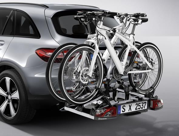 Original-Zubehör für den GLC: Heckfahrradträger für Anhängevorrichtung, zusammenklappbar Mercedes-Benz GLC genuine accessories: Folding rear-mounted bicycle rack for trailer coupling