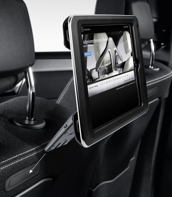 Original-Zubehör für den GLC: iPad® Fond Integration Plug & Play Mercedes-Benz GLC genuine accessories: iPad® Docking Station for rear compartment, plug & play
