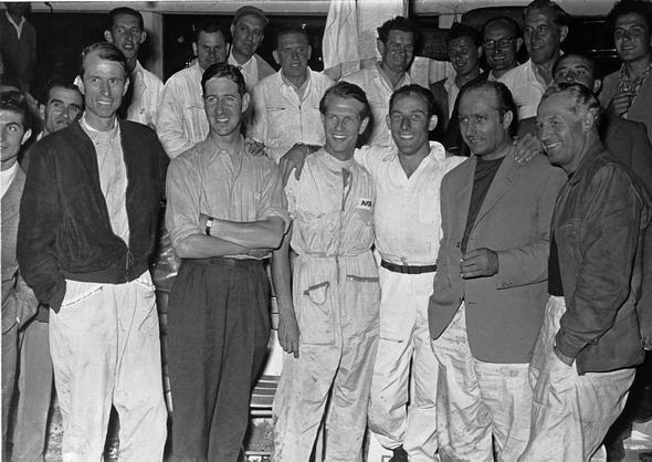 Targa Florio in Italien, 16. Oktober 1955. Die Mercedes-Benz Rennmannschaft, von links nach rechts: John Cooper Fitch, Desmond Titterington, Peter Collins, Stirling Moss, Juan Manuel Fangio und Karl Kling.