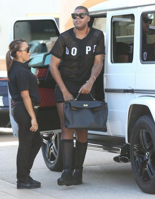 Kylie+Jenner+Runs+EJ+Johnson+While+Shopping+G2