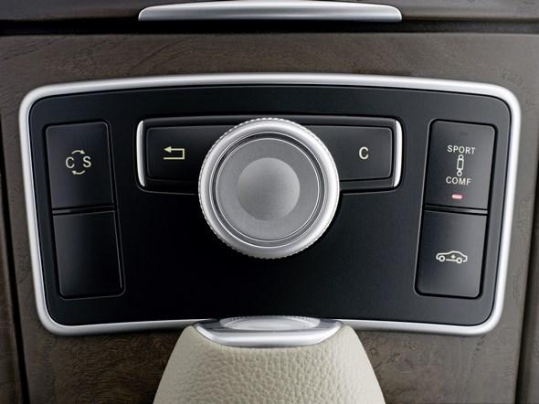 """Mercedes-Benz E-Klasse: Der Fahrer kann zwischen zwei Stoßdämpfereinstellungen wählen: """"Comfort"""" und """"Sport""""."""