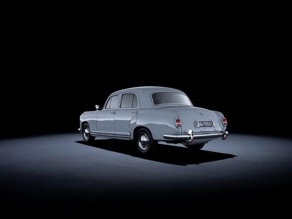 Mercedes-Benz 220 (W 180, 1954 bis 1956). Im Bild ein Fahrzeug aus dem Jahr 1955.