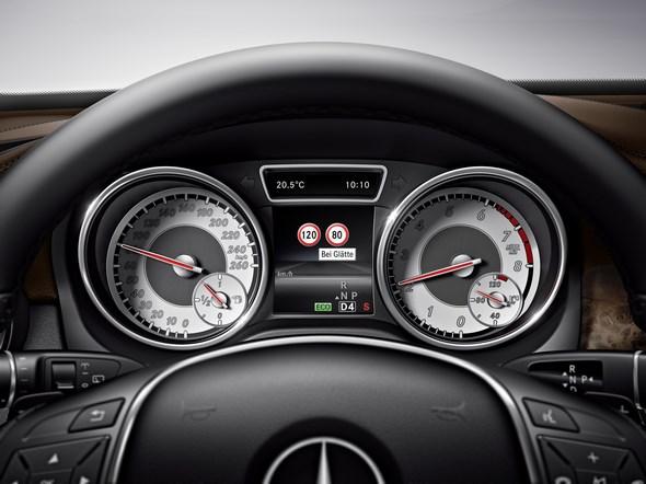 Mercedes-Benz GLA (X156) 2013, Comand Online, Verkehrszeichen-Assistent