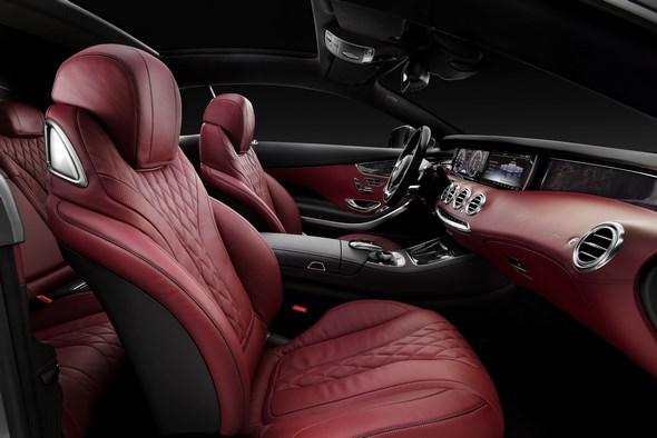 Mercedes-Benz S 500 4MATIC Coupé Edition 1 (C 217) 2013, Lack: AMG Alubeam silber, designo, Ausstattung: Leder Exclusiv bengalrot/schwarz, Zierteil Pappel schiefer
